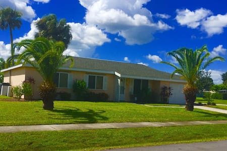Entire home-furnished & pool access - North Port - House