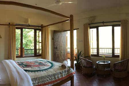 Grand Suite North Lakeside Pokhara - Pokhara - Bed & Breakfast