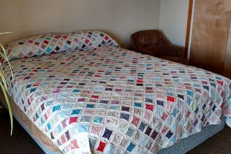 Sweet Dreams BnB - Basement Bedrooms - Derby