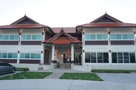 De Phunchai Hometel Lamphun - Bed & Breakfast