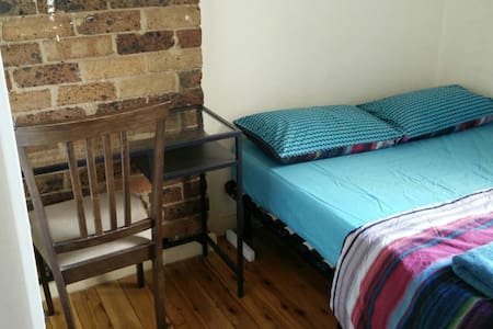 Unique & charming room for rent - Redfern - House