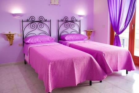 Arianna, elegante stanza con balcone in B&B - Bed & Breakfast