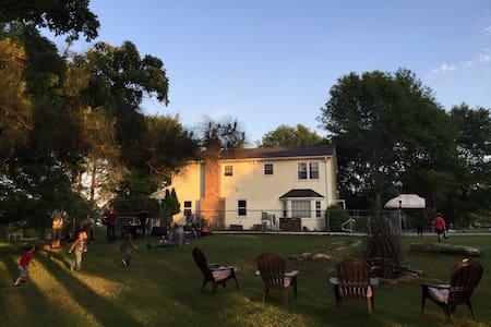 WolfOak Vegetarian Guesthouse & Urban Horse Farm - Casa