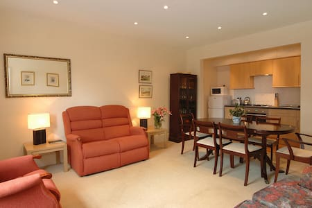 Luccombe Villa Holiday Apartments - The Pines - Shanklin - Appartement