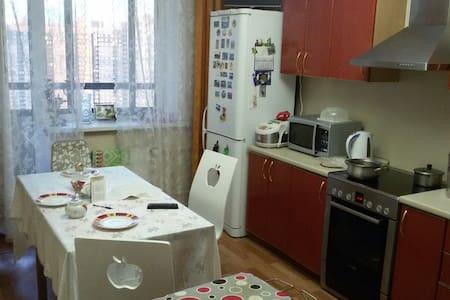 3комн. квартира на севере города (метро Парнас) - Sankt-Peterburg