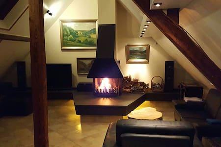 Unique maisonette. 122 m2 - Ratingen - Apartment