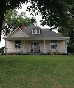 1905 Farmhouse - Franklin - Casa