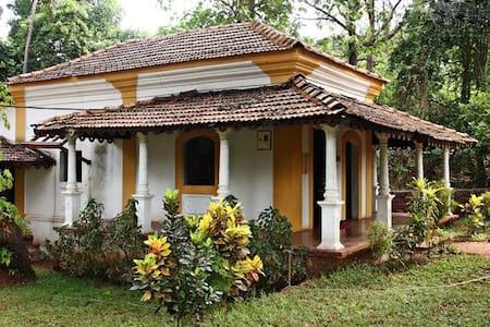 Rustic Goan Villa Amidst Birds & Greenery - Reihenhaus
