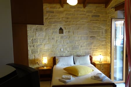 Villa Katerina traditional stone villa - Prines - Villa