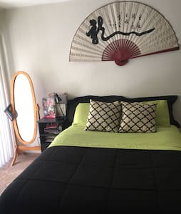 Nice, Cozy apt in quiet Culver City - Culver City - Apartment