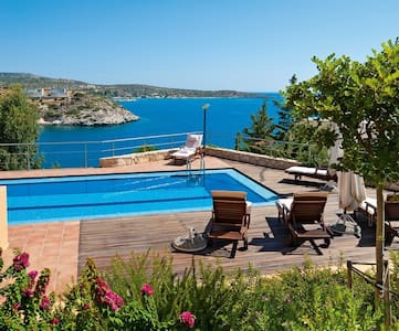 5bdrm Seafront villa with pool and amazing views! - Villa