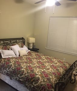 Queen bed, Private Bath, TV & WiFi - Tallahassee - Apartment