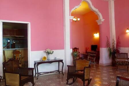 Casa Naranja #1  Exquisite home, perfect location! - Camagüey - Casa