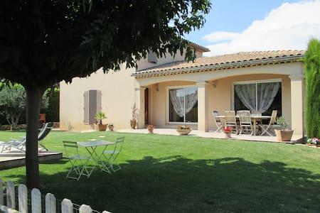 Maison individuelle de charme avec piscine Lirac - Vila