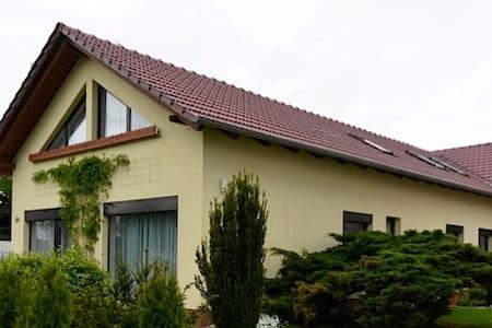 """FeWo""""Sulzer Siedlung"""",87m²,WLAN,Parkplatz - Condomínio"""