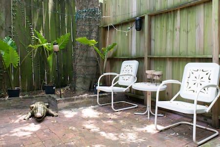 Montrose Secluded Studio #1 - Houston - Apartment