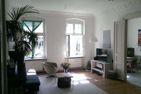 Helle Altbauwohnung in Berlin Mitte - Berlin