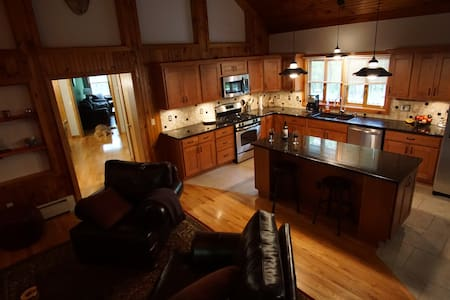 Secluded Luxury Home on 5 Acres with Hot Tub - Rhinebeck