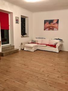 Gemütliche 2 Raum Wohnung + Garage - Bottrop - Huoneisto