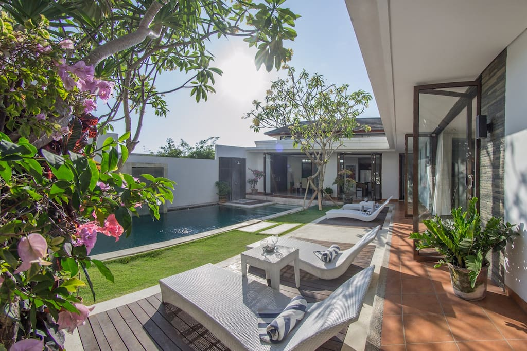Villa Close to Batu Bolong and Echo