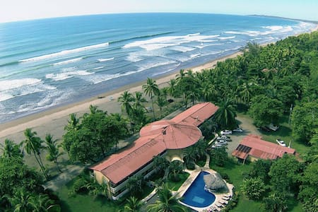 Delfin Beachfront Resort Paradise - Bed & Breakfast