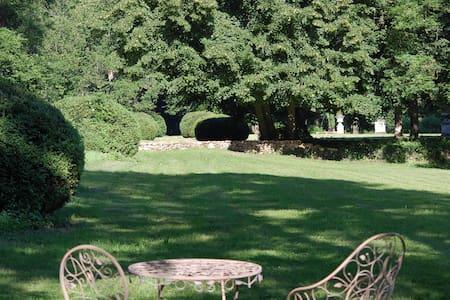 Chambre d'Hôtes au parc historique de Méridon - Pension
