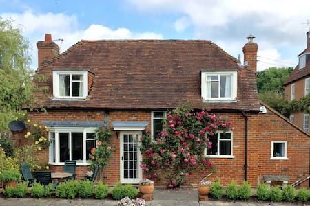 Lovely Country Cottage -London 1hr - Huis