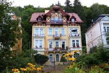 Flat in central, historic villa