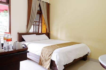 Griya Yunika - Deluxe Room - Yogyakarta