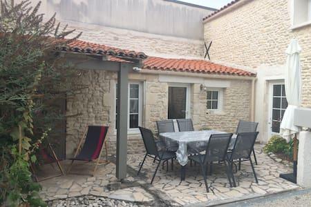 Maison en pierre proche La Rochelle - Maison