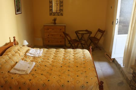 Aperanti B&B-Double room  - Pera Orinis  - Bed & Breakfast