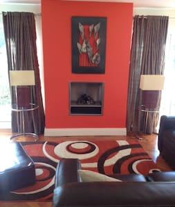 Spacious modern Carlingford House - Carlingford - Haus