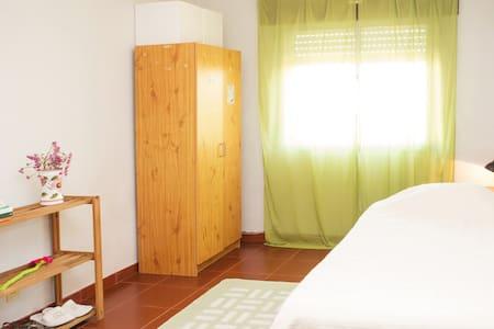 Quarto/Room em Aveiro - Pis