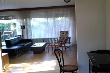 Großzügige 1,5 Zimmer in stilvoller Business-WG - Wohnung