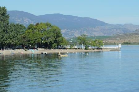 Inkaneep Point Resort  Osoyoos Lake - Kisház