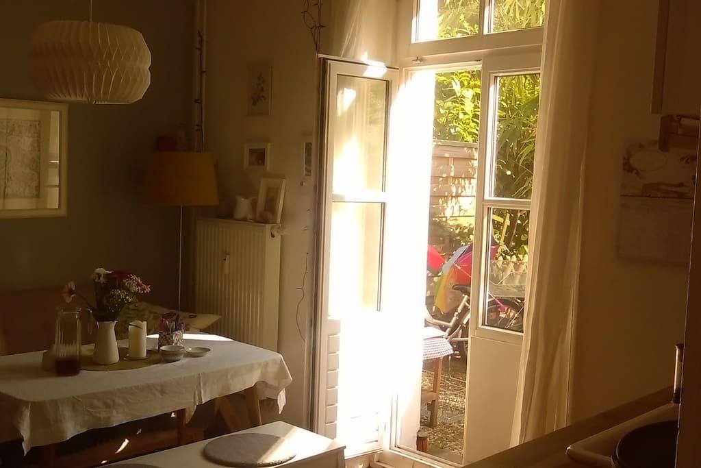kleine puppenstuben altbau wohnung mit garten. Black Bedroom Furniture Sets. Home Design Ideas