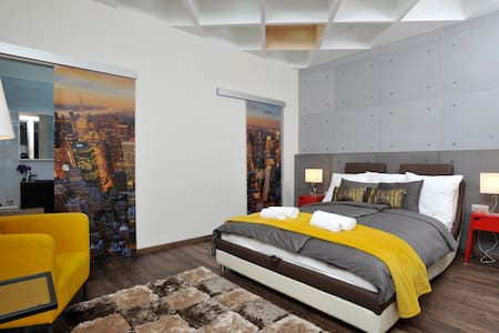 City Center Designer Dream Home (w 2BR and 2Bath) - Budapest - Appartement