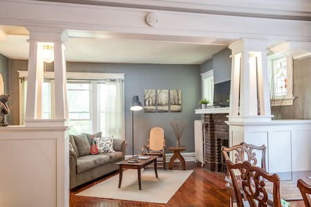 Charming Upstairs Apartment Family-Friendly - St. Louis