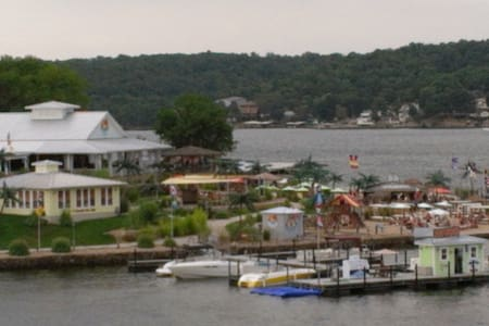 Lake front home next to top resort - Gravois Mills - House
