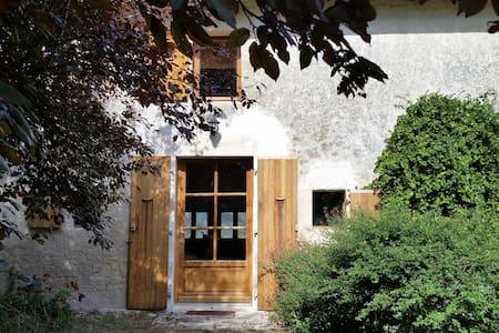La Petite Maison du Poitou, à la campagne - Périgné - Hus