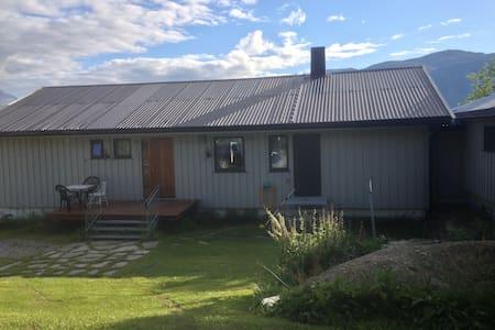 Olderdalen ligger 2,5 times kjøring fra Tromsø - Gáivuotna-Kåfjord - Haus
