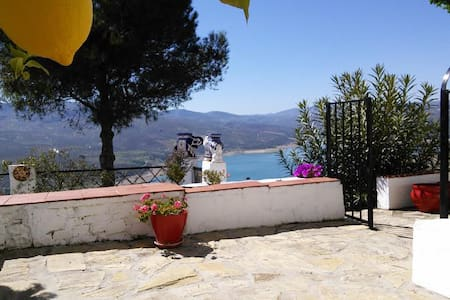 Cottage with view over Lake Andalucia - Casa