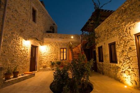 Arismari Houses - Levanda - Ev