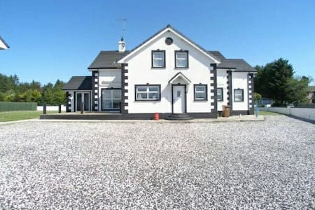 Large house in Ballycastle - Casa