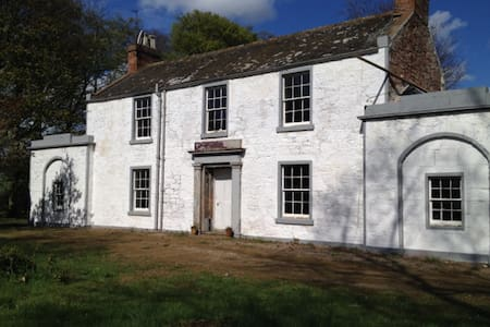 Lunan Bank Farmhouse, Inverkeilor. - Hus