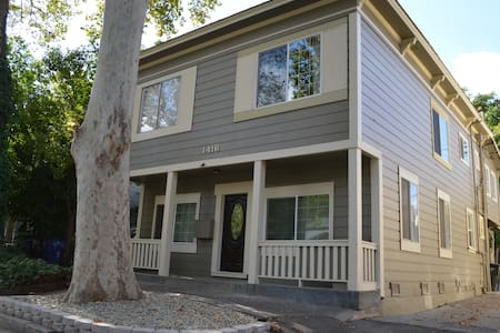 Perfect location with Parking! - Sacramento - Apartment