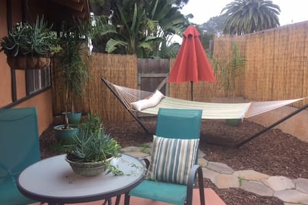 Carlsbad Village weekend getaway bungalow - Carlsbad