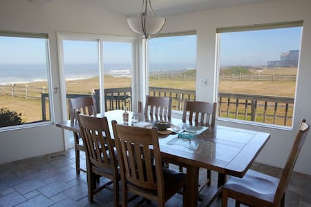 Ocean Front Panoramic View Home - Yachats - House