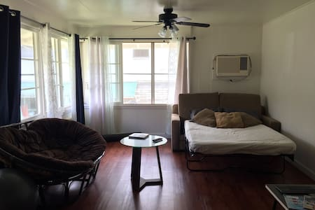 Comfy sofa bed in central location - Honolulu