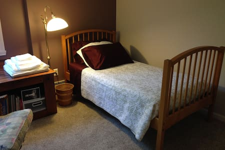 Southampton/Easthampton town line single room - Southampton